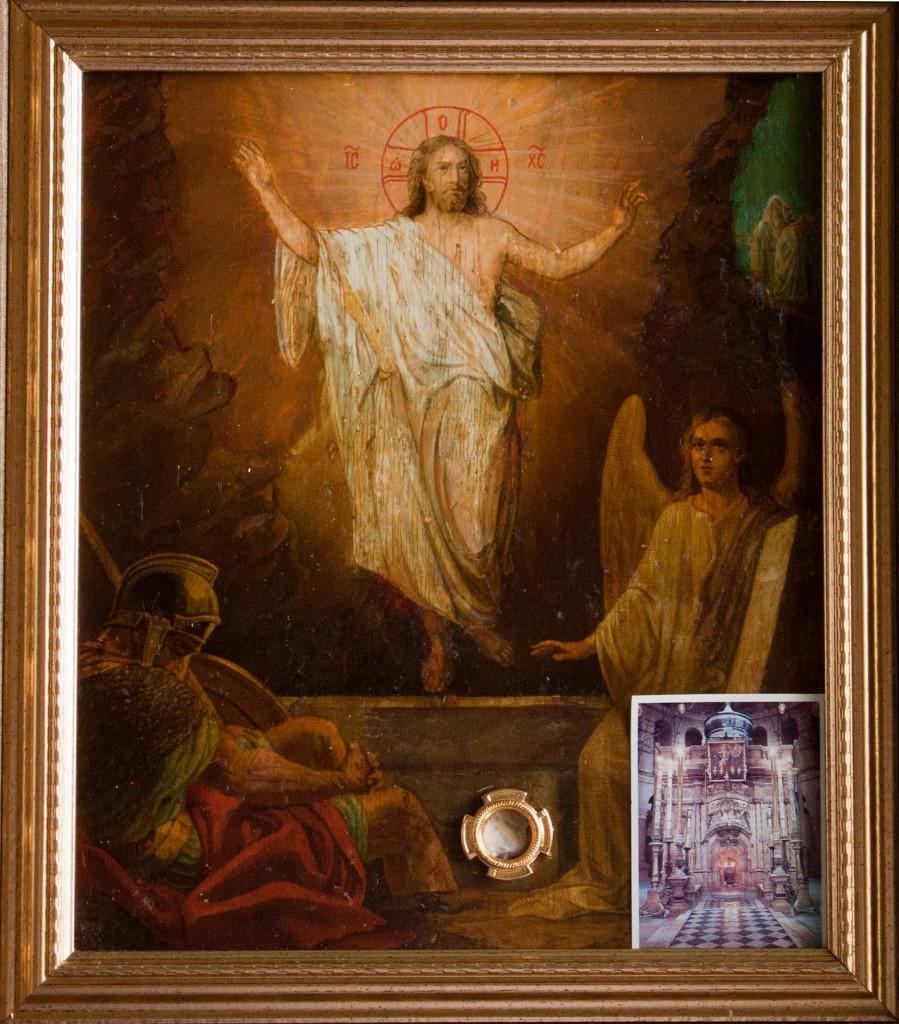 Икона «Воскресение Христово» с частицей камня Гроба Господня и частицей восковой печати, которой запечатывают Кувуклию перед схождением Благодатного Огня